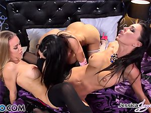 Amy Anderssen in a poon orgasm 3 with minge munchers Jessica Jaymes and Nicole Aniston