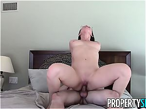 PropertySex Real Estate Agent Has kinky hook-up With client