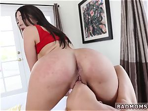 nubile webcam leggings Alexis splatters a shot thru the air out of her gash on to Quinn s