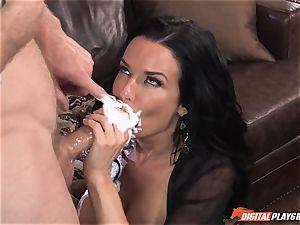 Veronica Avluv gets juice ate off her puss