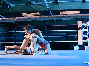 strong muff slurping in boxing ring