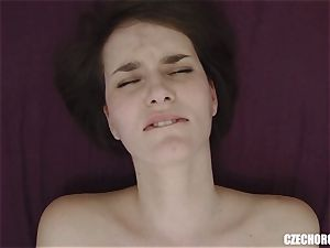 unexperienced gal Reaches Her very first honeypot climax
