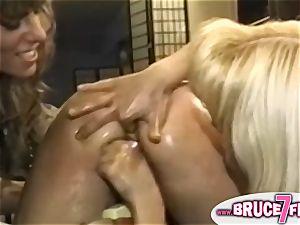 Nineties ash-blonde lezzies