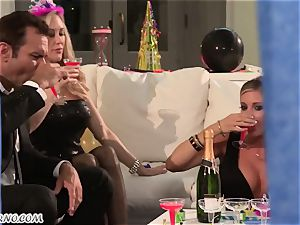 Luxury mature housewives Kendra fervor and Samantha Saint have bang-out sans folks