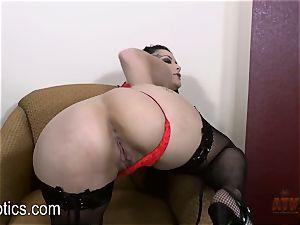 Katrina Jade luvs to fumble her jummy twat