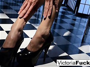 Victoria white luvs to demonstrate off