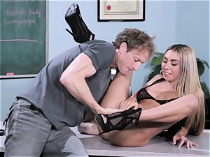 unload Class Sn 1 with Kat Dior and Anna Bell Peaks
