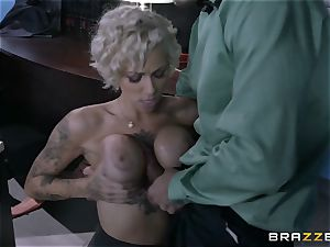 ultra-kinky assistant Harlow Harrison penetrates the chief across his desk