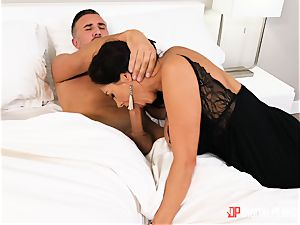 Ava Addams messing around with married dangled Keiran Lee