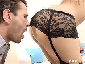 Dani Daniels ends a red-hot ravage with a sensational splashing
