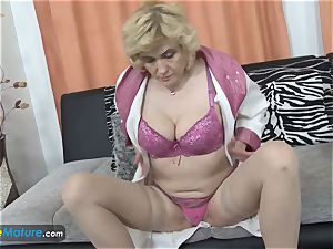 EuropeMaturE big-boobed blondie Mature Solo getting off