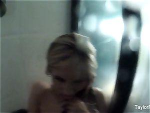 Taylor Vixen girl/girl shower