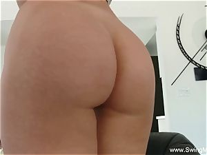 humping A platinum-blonde Swingers wife