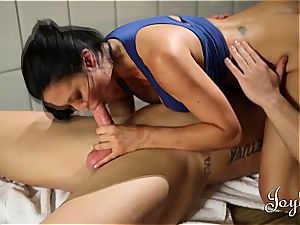 fitness lady pulverized in her locker room