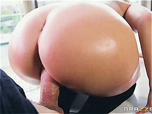 Liza Del Sierra gets her ass oiled up and romped by Danny D