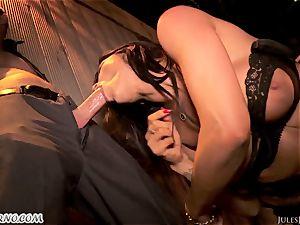 Romi Rain - extraordinaire super-hot first-timer porn in the street