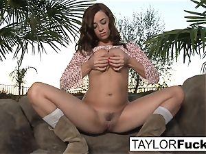Taylor Vixen Gets A tiny Country
