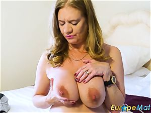 EuropeMaturE red-hot Lusty Mature playing with playthings