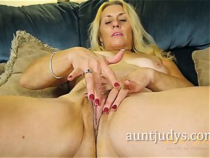 Cristine Ruby teases Her cootchie with a crimson toy
