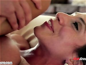 The body rubdown from a mature nymph latin Ariella Ferrera for youthfull dude