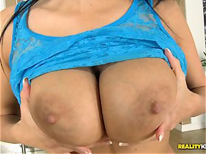 Anissa Kate getting stiffy in her donk and muff